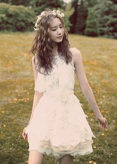 Yoona from SNSD/Girl's Generation (소시의 윤아) | Lace Dress & a Flower Crown