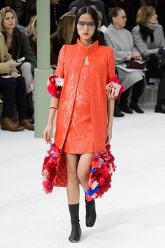 Chanel at Couture Spring 2015 - Runway Photos Red Fashion, Fashion Week, Runway Fashion, Luxury Fashion, Fashion Show, Womens Fashion, Fashion Trends, Chanel Couture, Tweed