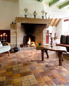 ideas flooring tile french for 2019 Brick Flooring, Kitchen Flooring, Floors, Glass Floor, Tile Floor, Hearth Tiles, Hacienda Homes, Quarry Tiles, Terracotta Floor