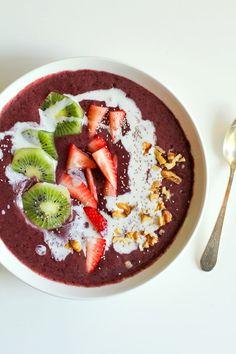 Strawberry Kiwi Açaí Bowls - packed with vitamins and antioxidants   theroastedroot.net #breakfast #healthy #recipe #paleo