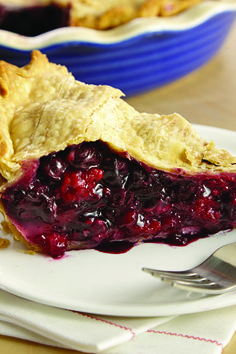 Blueberries, raspberries and a touch of cinnamon make a delicious filling in this mixed berry pie recipe, a perfect holiday dessert.