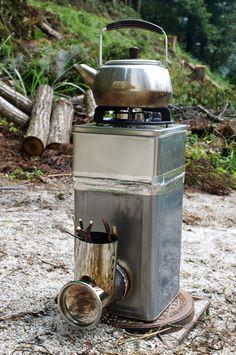 前回の 一斗缶&せんべい缶で調理用ロケットストーブを作ってみた【前編】 に続き、今回の【後編】では実際に使ってみた 使用レポ をお届けします。