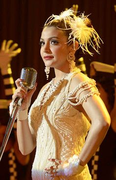 Anushka sharma in Bombay Velvet wallpaper - 345 Anushka Sharma, Velvet Wallpaper, Curly Fries, Celebrity Wallpapers, Most Beautiful Indian Actress, Vintage Pearls, Costume Design, Asian Fashion, Bollywood Actress