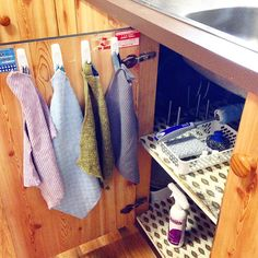 #tuesdaytip Go hook crazy when it comes to your Norwex cloths! Hanging your Norwex cloths so they can dry is an important part of maintaining their antibacterial properties. It also makes for handy access and keeps things organised. So what's under my kitchen sink?Hanging up I have (in order) a Norwex kitchen cloth, scrub cloth, fruit and veggie scrub cloth and a grease cloth. Further in you will see a #SpiriSponge, mighty mesh pot scrubber, the bottle brush and the best ever oven cleaner…