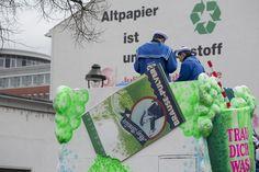 """Altpapier ist Brausepulver!! Das ist sicherlich eine Fake-News genauso wie das, das BILD Düsseldorf heute titelt: """"Polizei-Zettel auf arabisch gegen Karnevals-Störer"""".   #Brexit #Düsseldorf #Fake-News #Karneval #Rosenmontagszug"""