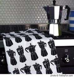 I love my moka pot. why wouldn't I love tea towels with moka pots all over them? Unusual Presents, Italian Coffee, Cuban Coffee, Graphic Patterns, Design Patterns, I Love Coffee, Moka, Coffee Cafe, Tea Towels