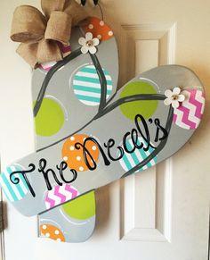 Flip Flop Summer Door Hanger by SouthernFlareArt on Etsy Wooden Door Hangers, Wooden Doors, Beach Crafts, Summer Crafts, Summer Door Decorations, Flip Flop Craft, Crafts To Make, Diy Crafts, Flip Flop Wreaths