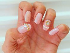 Pinkit kynnit kultaisin koristein | Pink nails with golden embellishments