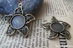 10 pcs of Antique Bronze Five Leaf Round Base by VeryCharms, $3.15