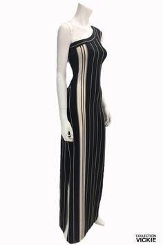Nom du vêtement: GIANNA. Vous avez une occasion spéciale et vous voulez être la plus belle?  Cette robe est pour vous ! C'est LA robe idéale pour un belle sortie..:)  Exclusivité VICKIE. Pensée et fabriquée entièrement en Beauce. 90% polyester 10% lycra. Occasion Spéciale, Plus Belle, Polyester, High Neck Dress, Dresses For Work, Collection, Fashion, Exit Room, I Want You