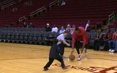 Dwight Howard Plays 2-on-1 Game with Kids, Blocks All Their Shots (Video)