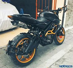 Judho Pralistyo shares the images and details of his heavily modified Bajaj Pulsar from Indonesia and it's worth every single penny invested. Moto Pulsar 200, Pulsar 200ns, Custom Motorcycles, Custom Bikes, Cars And Motorcycles, Bajaj 200, Pulsar 220 Modified, Bajaj Motos, Fz Bike