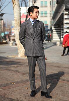 Dress Suits, Men Dress, Teaching Mens Fashion, Flannel Suit, Bespoke Suit, Mens Fashion Suits, Suit And Tie, Gentleman Style, Stylish Men