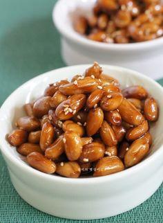 땅콩조림 ~고소한 반찬 : 네이버 블로그 Vegetable Seasoning, Beans, Pork, Fruit, Vegetables, Cooking, Workout Pictures, Korean, Foods