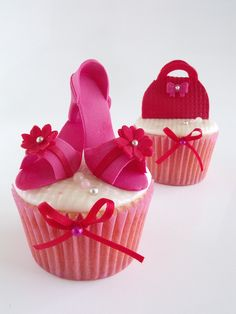 Here are some ideas to make cupcakes for the fashion lovers! Shoe Cupcakes, Girl Cupcakes, Cupcake Cakes, Cupcake Ideas, Cup Cakes, Flower Cupcakes, Elegant Cupcakes, Beautiful Cupcakes, Birthday Cupcakes For Women