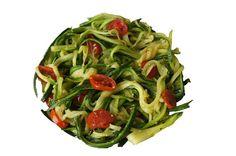 Zucchininudeln (mit Tomatenstücken)