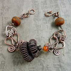 Simple complonents, lovely bracelet.  Links into Sharilyn Miller's website.  Much to see.  #wire #jewelry #eyecandy