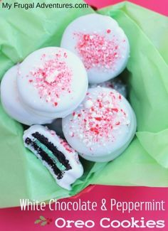 Peppermint and White Chocolate covered oreos- these are addicting and so easy for Christmas party! Christmas Goodies, Christmas Candy, Christmas Desserts, Christmas Treats, Christmas Baking, Holiday Treats, Paris Christmas, Holiday Foods, Christmas Traditions