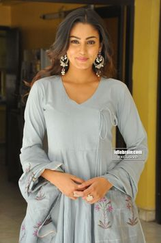 Sana Khan, Frock Dress, Hd Picture, Deepika Padukone, Indian Girls, Pretty Woman, Frocks, Divas, Tunic Tops