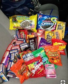 Snack Foods For Gender Reveal Party beneath High Calorie Junk Food Snacks Sleepover Snacks, Fun Sleepover Ideas, Night Snacks, Kid Snacks, Pyjama-party Essen, Comida Disney, Junk Food Snacks, Food Goals, Potato Chips