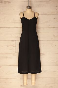 Lukavac #boutique1861 / The simplicity and retro style of this black jumpsuit will be a blank canvas for your creativity! From casual to styled, the possibilities are endless. What's more, your comfort is ensured thanks to the loose fit, the adjustable straps, and the invisible zipper in back.