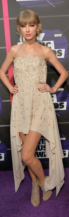 Taylor Swift: Dress – Elie Saab  Shoes – Jimmy Choo  Jewelry – Neil Lane