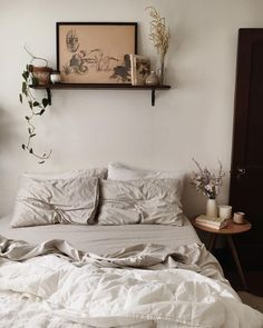 20 Neutral Bedroom Design and Decor Ideas to Add Simplicity and Charm to Your Bedroom - The Trending House House Interior, Neutral Bedroom, Room Decor, Bedroom Design, Home Decor, Small Bedroom, Home Bedroom, Room Inspiration, Apartment Decor