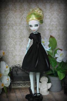 Black dress for  Monster High/EverAfterHigh Blythe Momoko