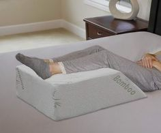 Wedge pillows are the recommended pillow for chronic back pain. We answer all your questions when it comes to these unique pillows Bed Wedge Pillow, Leg Pillow, Back Pillow, Bed Legs, Relieve Back Pain, Pillow Reviews, Knee Pain, Cool Beds, Memory Foam