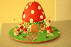 Toadstool cake by Ali's cakes, via Flickr    LOVE THIS!  But  I need to make it with buttercream...hmmm.