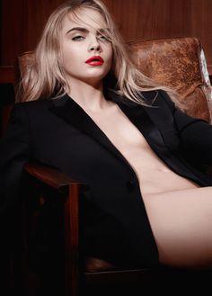 Verführung pur: Cara Delevigne zieht mit ihrem roten Lippenstift alle Blicke auf sich.