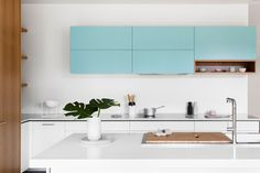 This fresh kitchen design by Cantilever Interiors is a combination of baby blue, warm Blackbutt veneer and flat white cabinetry, with integrated appliances seamlessly tucked, stowed and fitted within the countertop and cabinets themselves. An elegant addition to any kitchen remodel or construction project, K2 Kitchen is designed with an open-plan concept, offering soft-close drawers, …