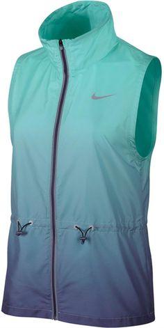 43a19fc25 Amazon.com  Nike Womens Gradient Running Vest Blue  Sports  amp  Outdoors  Windbreaker