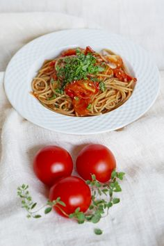 5:2 dinner; spaghetti with tomatoes and anchovy butter