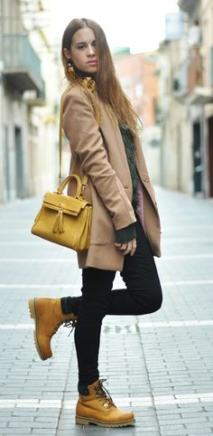 """Timberland: the """"Original Yellow Boot"""" has long been a popular American icon, the classic look has been copied by many, but never really duplicated. Timbs Outfits, Mode Outfits, Casual Outfits, Fashion Outfits, Timberlands, Timberland Outfits Women, Timberland Boots, Fall Winter Outfits, Winter Fashion"""