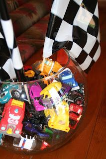 A fishbowl full of Hot Wheels makes a cute centerpiece. Hot Wheels Birthday, Hot Wheels Party, Race Car Birthday, Monster Truck Birthday, Cars Birthday Parties, Birthday Ideas, 5th Birthday, Birthday Decorations, Birthday Cakes