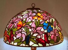 Настольная лампа Тиффани `Лилии`, стекло, D- 50 см, 810 деталей. Stained Glass Lamp Shades, Bedside Table Lamps, Fused Glass, Lighting Design, Vase, Glass Art, Lights, Chandeliers, Stained Glass