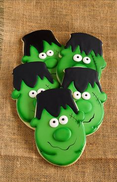 Easy Frankenstein Cookies for Halloween - Sugar cookies decorated with royal icing by http://thebearfootbaker.com