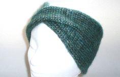 Stirnband TWIST in petrolgrün - 100% Wolle für 100% warme Ohren: Es muss nicht immer Mütze sein, wenn man sich warmhalten will.