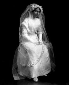 One hundred years ago: a wedding in Davenport. Alma de Beaulieu Vollstedt is pictured in her wedding gown