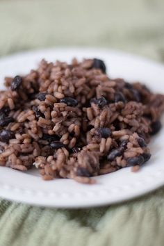 cuban rice Moros - The Hungry Cuban Cuban Rice And Beans, Cuban Black Beans, Rice And Beans Recipe, Black Beans And Rice, Cuban Recipes, Vegan Recipes Easy, Cooking Recipes, Spanish Recipes, Vegetarian