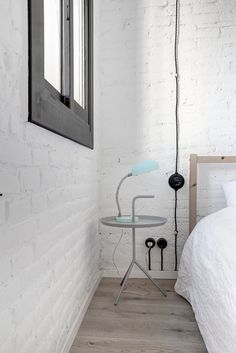 White bricks loft in Barcelona with some fluo