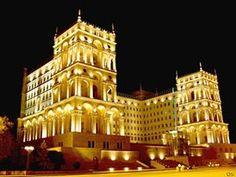 Azerbaycan Cumhuriyeti, Batı Asya ile Doğu Avrupa'nın kesişim noktası olan Kafkasya'da yer alan en büyük ülkedir. Doğusunda Hazar Denizi, kuzeyinde Rusya, kuzeybatısında Gürcistan, batısında Ermenistan ve güneyinde İran ile komşudur.Azerbaycan, eski ve tarihi kültürel miraslara sahiptir.
