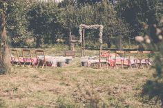 Trouwceremonie in de boomgaard. Kasteel Tongelaar Mill. Foto: mooi&mooi fotografie