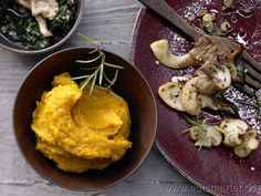 Feines Kürbispüree - smarter - mit gebratenen Pilzen und Kürbiskernwürzöl. Kalorien: 416 Kcal | Zeit: 20 min. #pumpkin