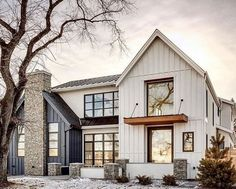 Have to start deciding on the house color from the cement plank siding collection. What are your thoughts on a two tone color… Have to start deciding on the house color from the cement plank siding collection. What are your thoughts on a two tone color… Modern Farmhouse Exterior, Farmhouse Style Homes, Modern Style Homes, Modern Farmhouse Style, Industrial Farmhouse, Farmhouse Ideas, Dream House Exterior, Home Exterior Design, Exterior Houses