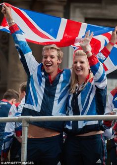 British swimmers David Carry (L) and Rebecca Adlington (R) Australia Olympics, British Medals, Inspiring Generation, Swimming World, Pride Of Britain, Team Gb, Great Team, One In A Million