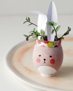Good Friday - a good day to get crafty with the humble egg. #easteregg #eastercraftsforkids #eggsalentday