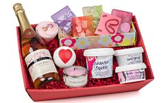 After a long day of hard work, that special lady in your life is worthy of a pamper hamper. Our luxurious pamper hampers for women will help melt her stress away with sweet-smelling soaps, bath blasters, rich and moisturising body butter, luxurious shower gel, not forgetting the sparkling rose wine! #giftexperience #activitygifts #gift