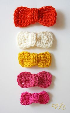crocheted hair bows  Alright any of my crafty friends want to give this a shot for me? I think they are cute but I can't crochet at all, Mom has tried more than once to teach me.